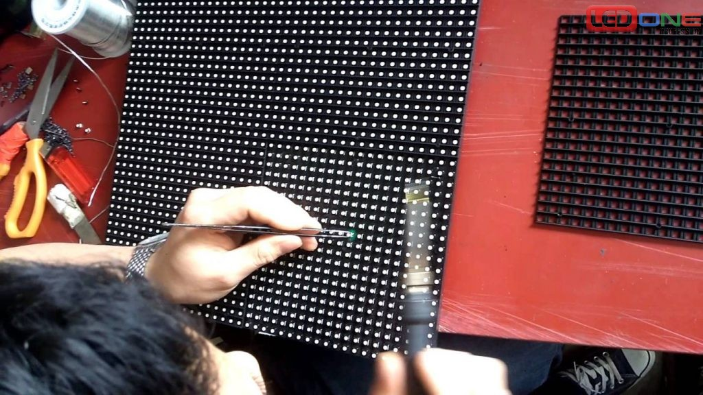 Sửa màn hình LED bị chết điểm ảnh