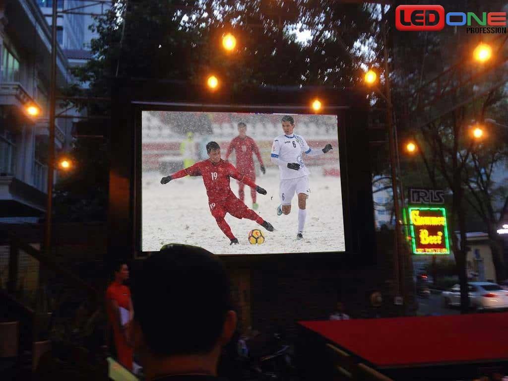 Màn hình LED ứng dụng cho quán cafe ngoài trời