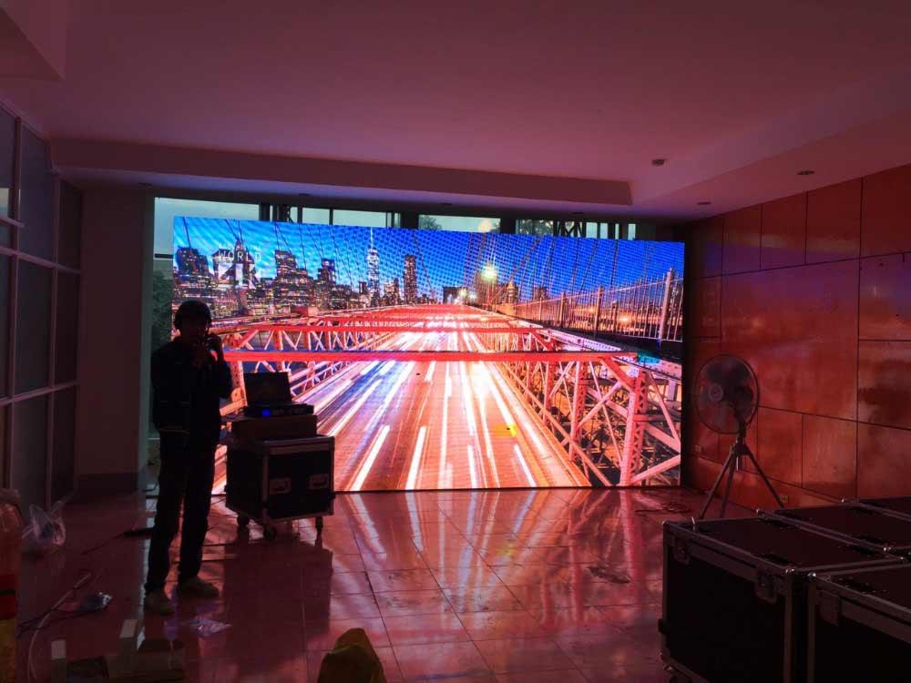 Màn hình led nâng sự chuyên nghiệp cho khách sạn
