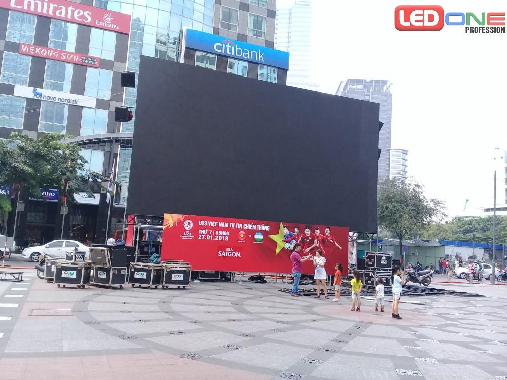 Màn hình led sân khấu đang thi công ngoài trời