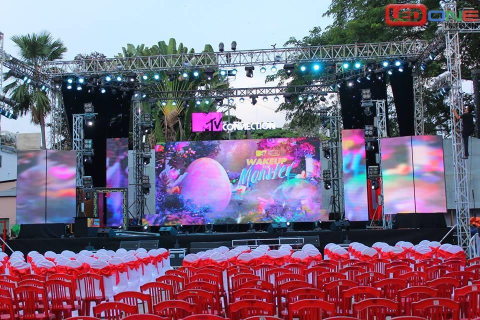 Màn hình LED sân khấu ngoài trời