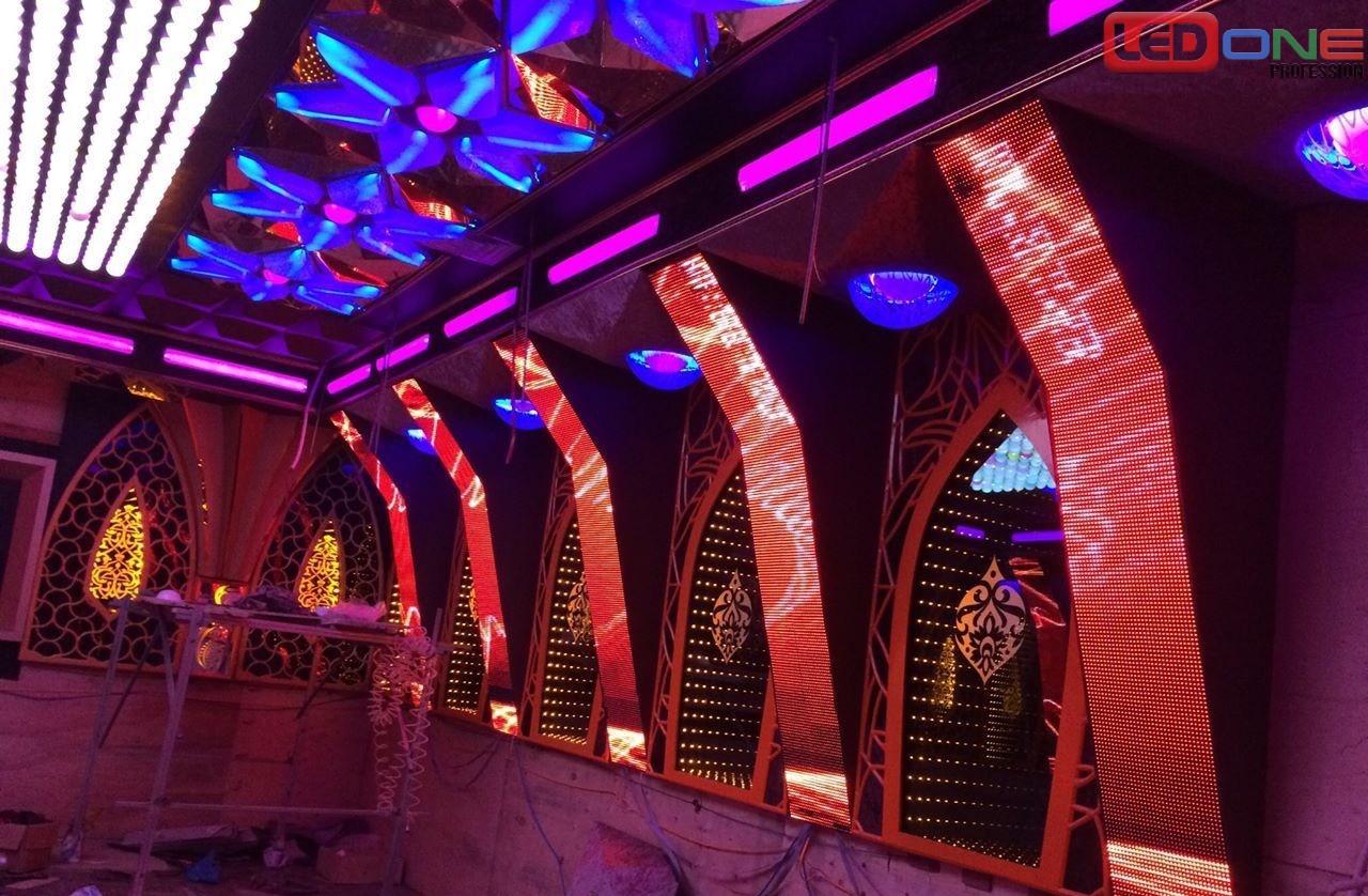 Màn hình LED thi công tại không gian karaoke hiện đại