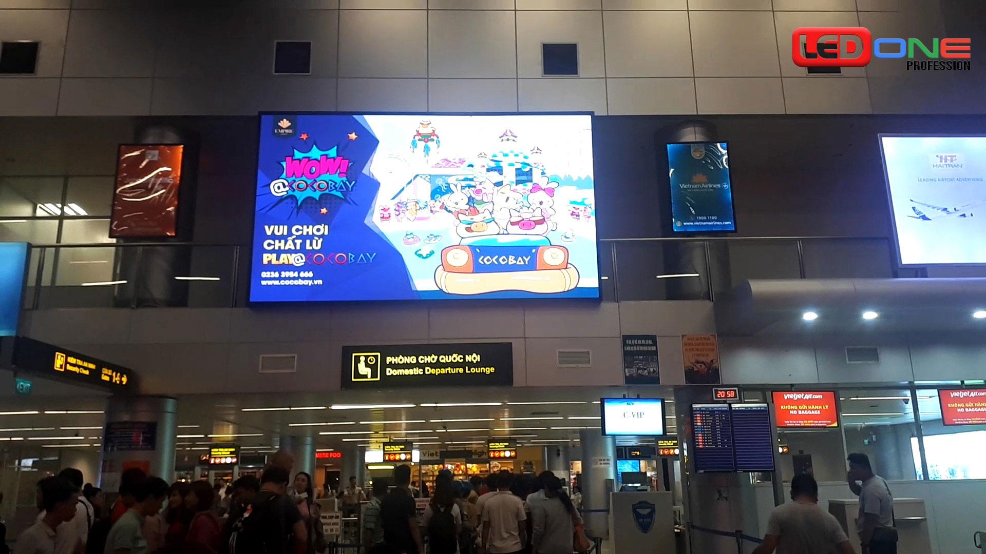 Màn hình led cỡ thu hút sự chú ý của hành khách tại sân bay