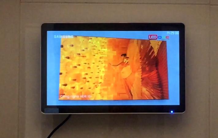 màn hình lcd 22 inch treo tường tại khách sạn hạ long central