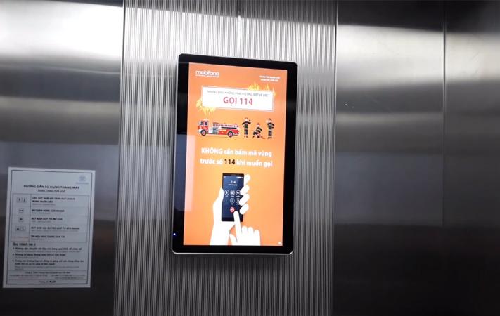 màn hình lcd 22 inch trong thang máy tòa nhà Monbilefone
