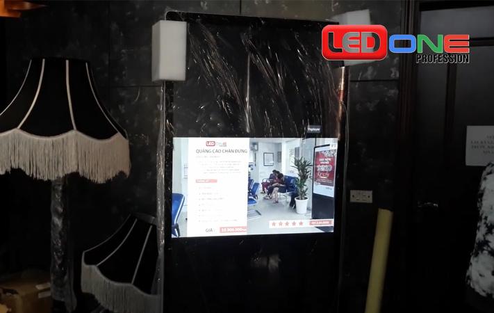 màn hình LCD 55 inch chân đứng tại chợ hàng da