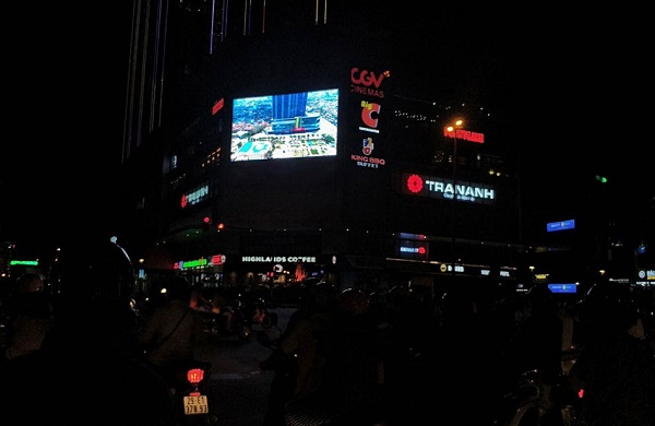 Màn hình LED quảng cáo ngoài trời tại tòa nhà Center point - Lê Văn Lương
