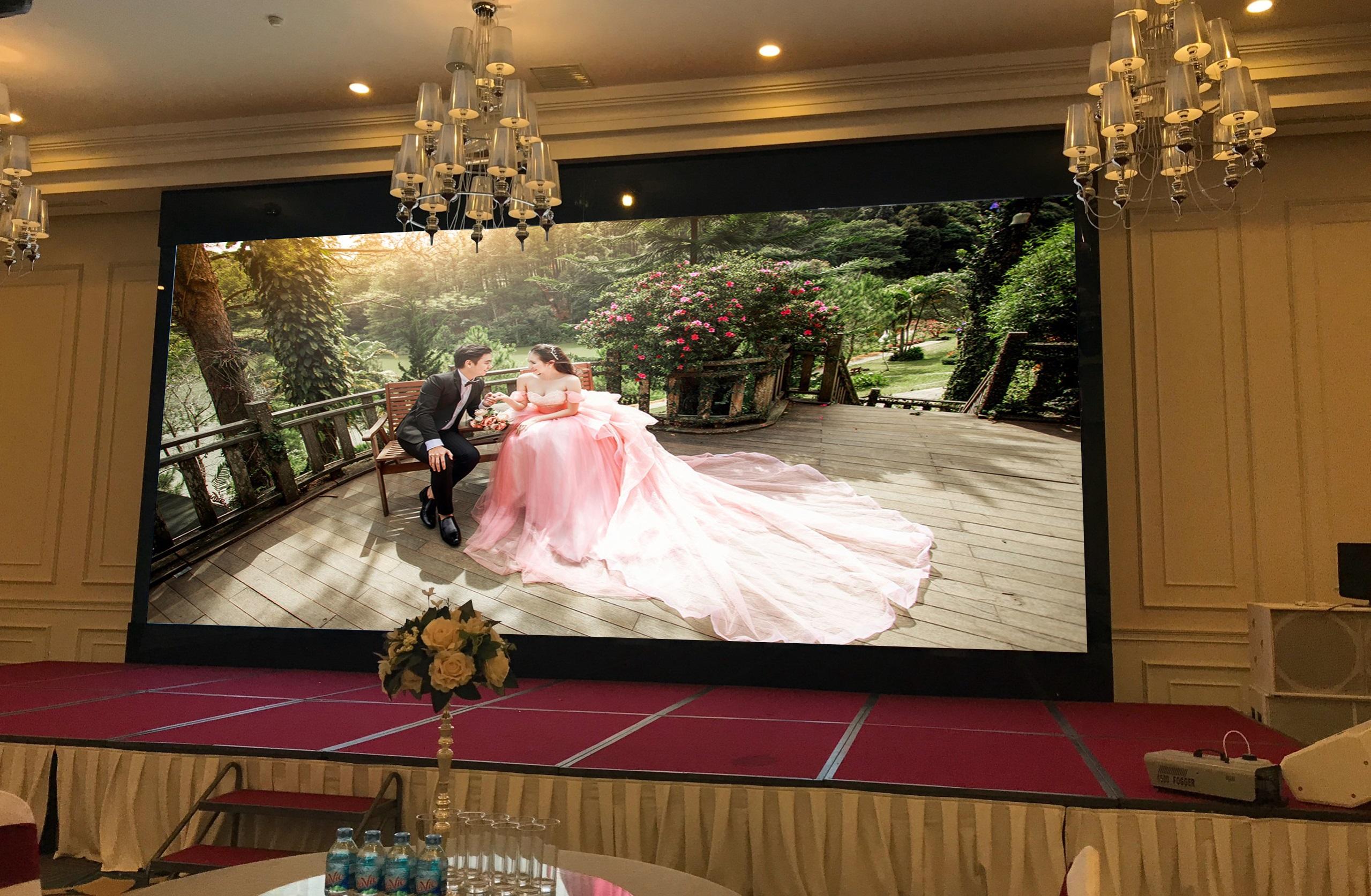 Màn hình LED P1.923 ứng dụng làm màn hình LED nhà hàng tiệc cưới