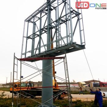 Màn hình LED P10 ngoài trời tại sân Golf Long Biên được thi công theo phương pháp dụng cột và ghép cabinet