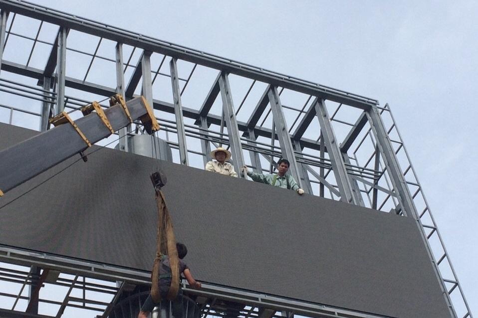 Màn hình LED P16 ngoài trời tại sân vận động Hàng Đẫy cung cấp tầm nhìn lên đến 500m