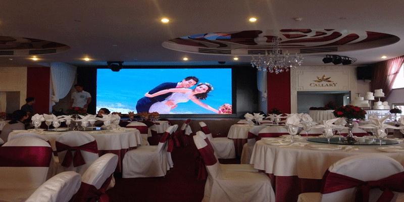màn hình LED tiệc cưới cho không gian nhà hàng sang trọng