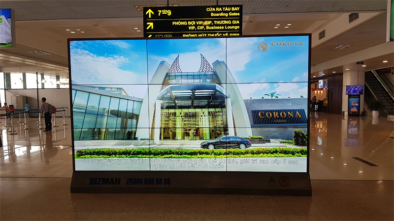 Màn hình quảng cáo sân bay