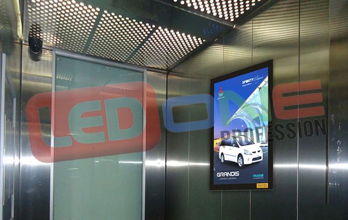 màn hình quảng cáo thang máy