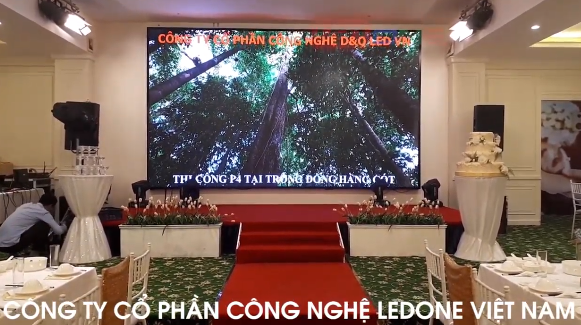 Thi công lắp đặt màn hình Led P4 siêu nét trong nhà tại Nhà hàng Trống Đồng