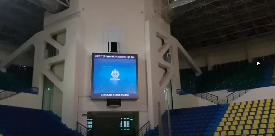 Thi công lắp đặt màn hình Led P5 hai bên cánh gà nhà thi đấu Quần Ngựa