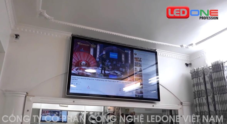 Thi công lắp đặt màn hình quảng cáo treo tường 65inch kết nối wifi tại Salon Hương Rose